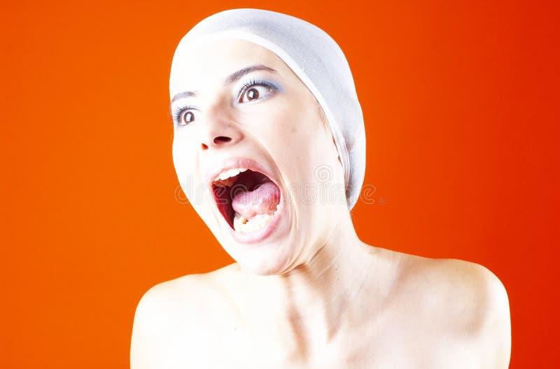 Frau mit dem Haar abgedeckt - Schreien 5. lizenzfreies stockbild