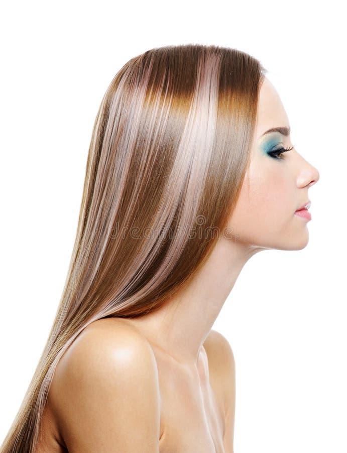 Frau mit dem schönen Haar der langen Gesundheit lizenzfreie stockbilder