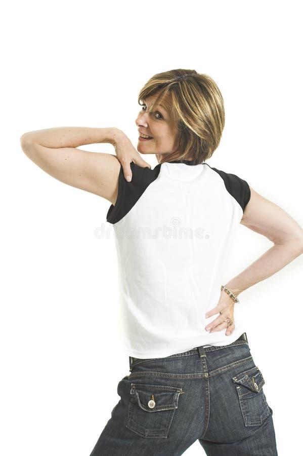 Frau mit dem weißen T-Shirt, das zurück sie dreht lizenzfreie stockfotos