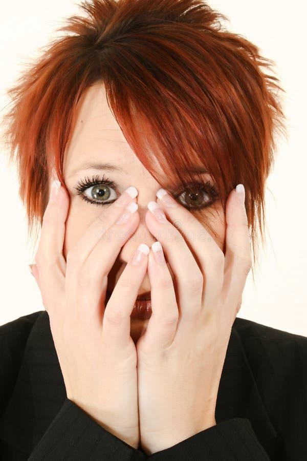 Frau mit den Händen auf Gesicht stockbilder