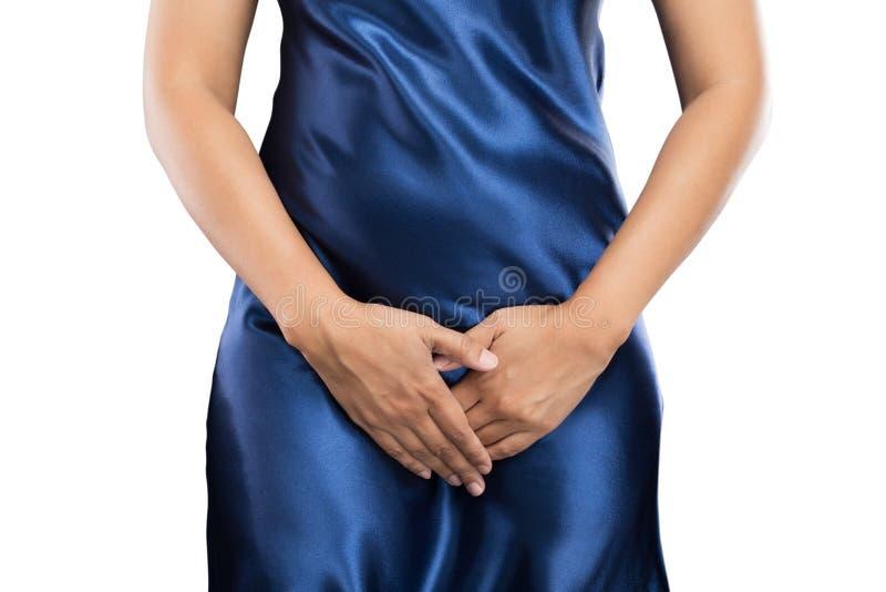 Frau mit den Händen, die ihren Unterleib der Gabelung niedriger drücken halten stockbild