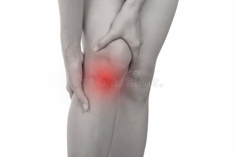 Frau mit den Kniegefühlsschmerz auf weißem Hintergrund lizenzfreie stockfotografie