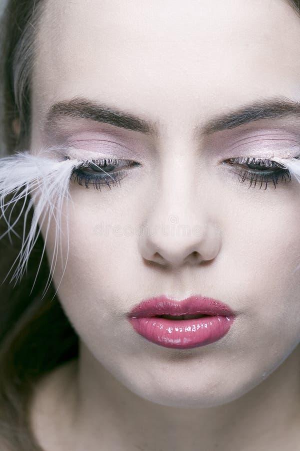 Frau mit den langen Wimpern stockbild