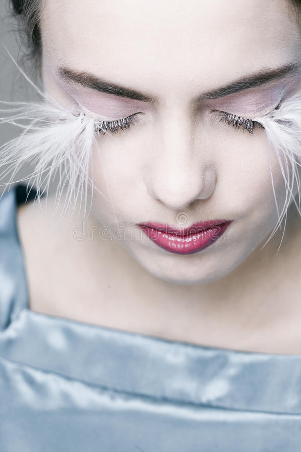 Frau mit den langen Wimpern stockbilder
