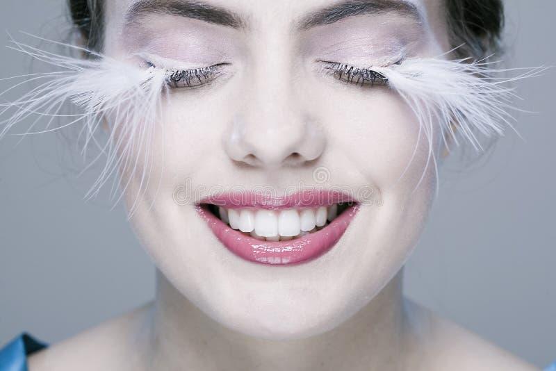 Frau mit den langen Wimpern stockfotos