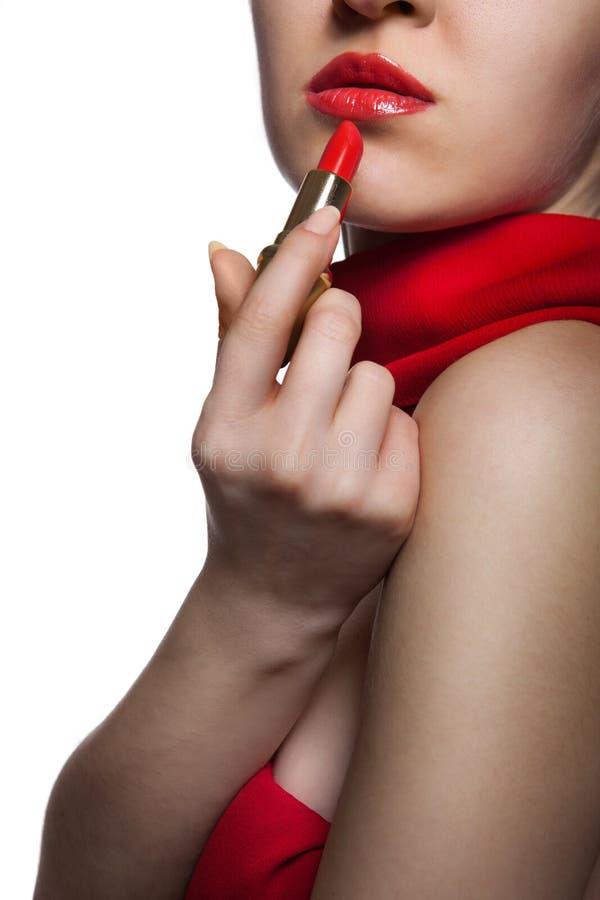 Frau mit den roten Lippen und Lippenstift lizenzfreies stockfoto