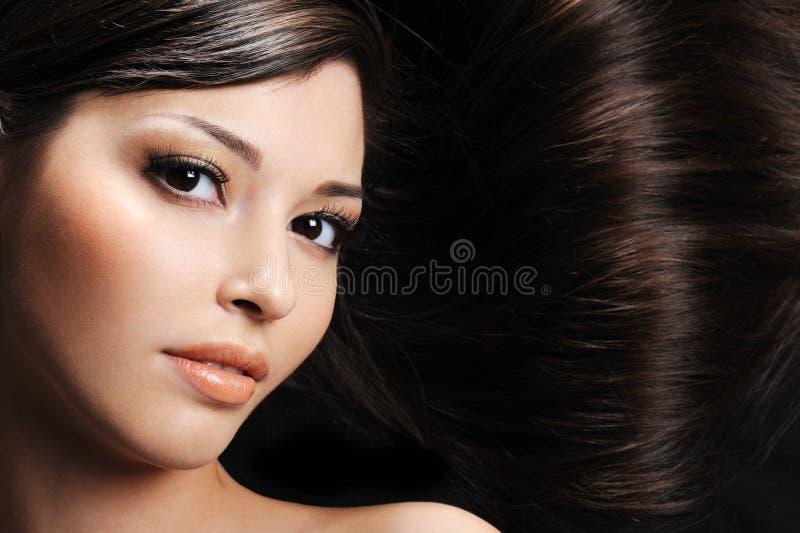 Download Frau Mit Den Schönheitshaaren Stockfoto - Bild von ruhe, mädchen: 9095548