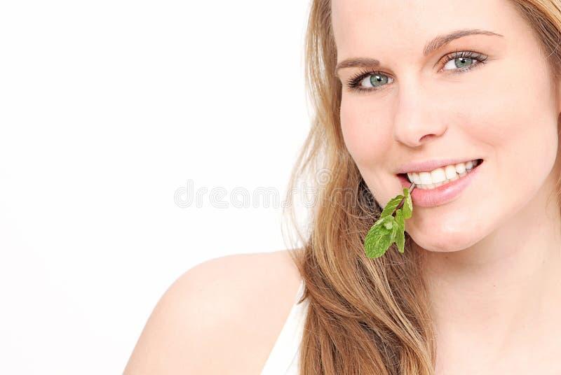 Frau mit den weißen Zähnen lizenzfreies stockfoto