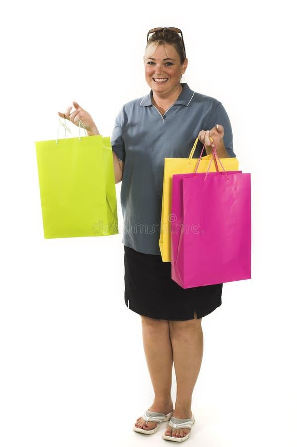 Frau mit der Einkaufenbeutelaufstellung lizenzfreie stockfotos