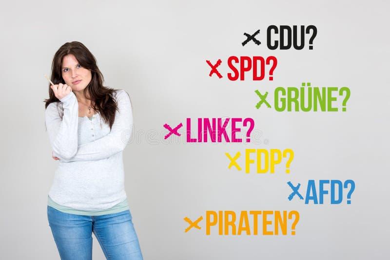 Frau mit deutschen Parteien für deutsche Bundestagswahl 2017 stockbilder