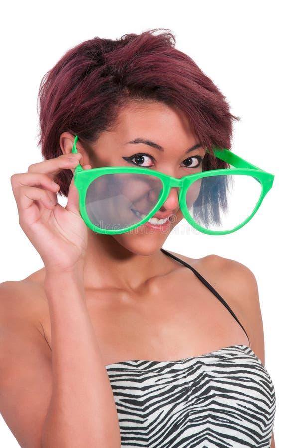 Frau mit dummen Gläsern lizenzfreie stockfotos