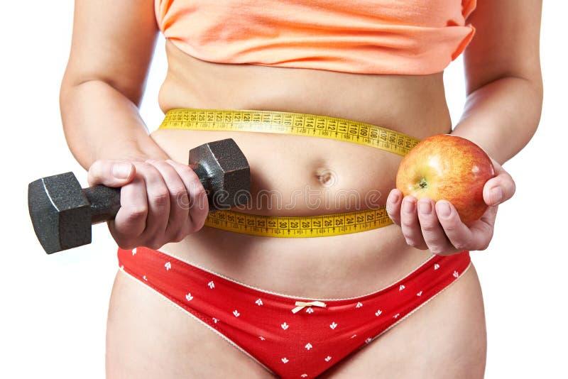Frau mit Dummköpfen und Apfelplänen nähren und tragen zur Schau lizenzfreie stockfotografie