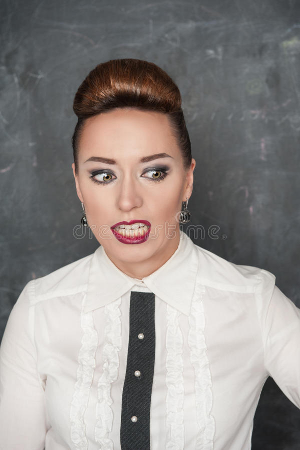 Frau mit einem Ekelausdruck stockfotografie