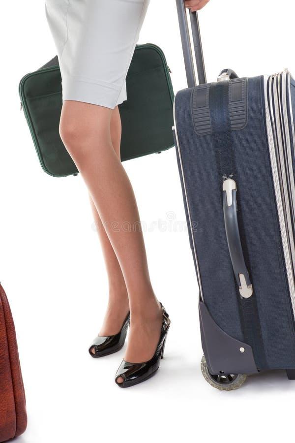 Frau mit einem Gepäck lizenzfreie stockbilder