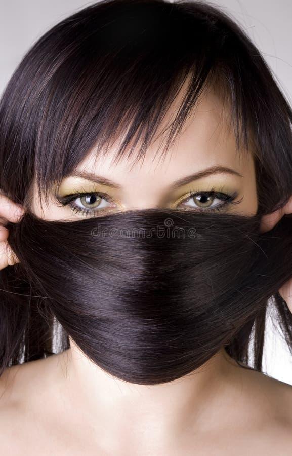 Frau mit einem langen schönen Haar stockbild