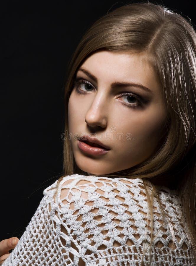 Frau mit einem langen schönen Haar stockfoto