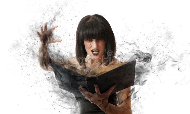 Frau mit einem magischen Buch lizenzfreie stockfotos
