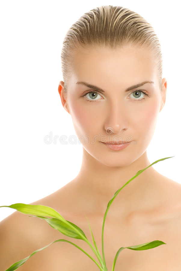 Frau mit einer Bambusanlage lizenzfreies stockbild