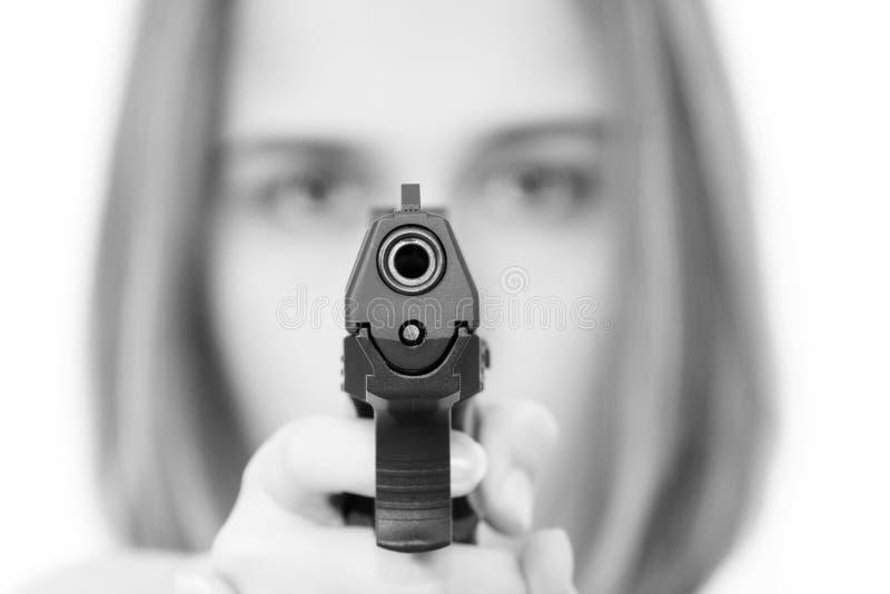 Frau mit einer Gewehr stockbild