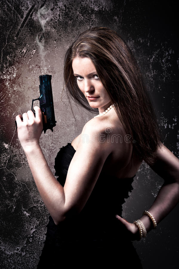 Frau mit einer Gewehr stockfotografie