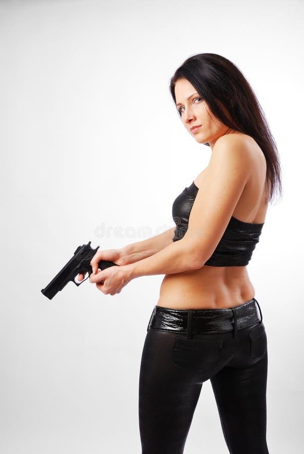 Frau mit einer Pistole. lizenzfreies stockfoto