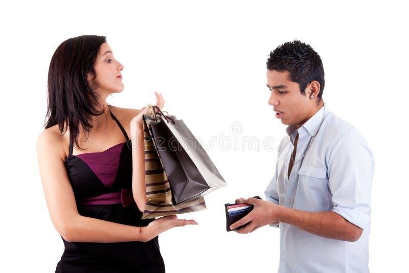Frau mit Einkaufenbeuteln und Mann öffneten seine Mappe stockfotografie