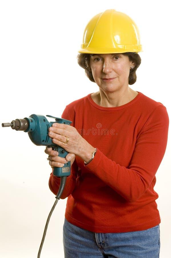 Frau mit elektrischem Bohrgerät lizenzfreies stockfoto