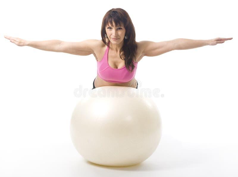 Frau mit fitball stockfoto