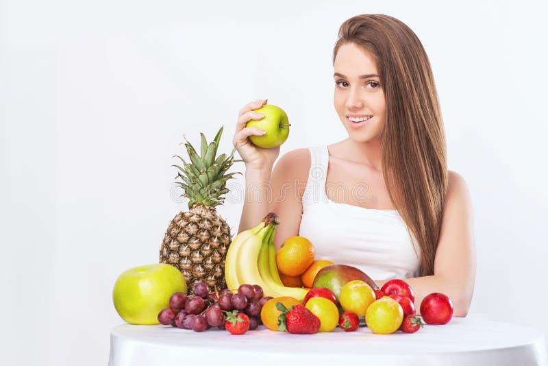 Frau mit Frucht lizenzfreie stockfotos
