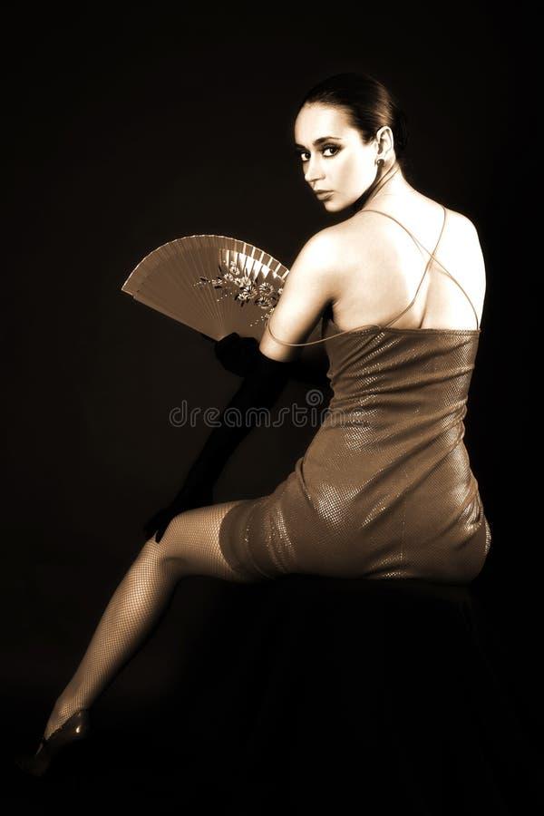 Frau mit Gebläse stockbild