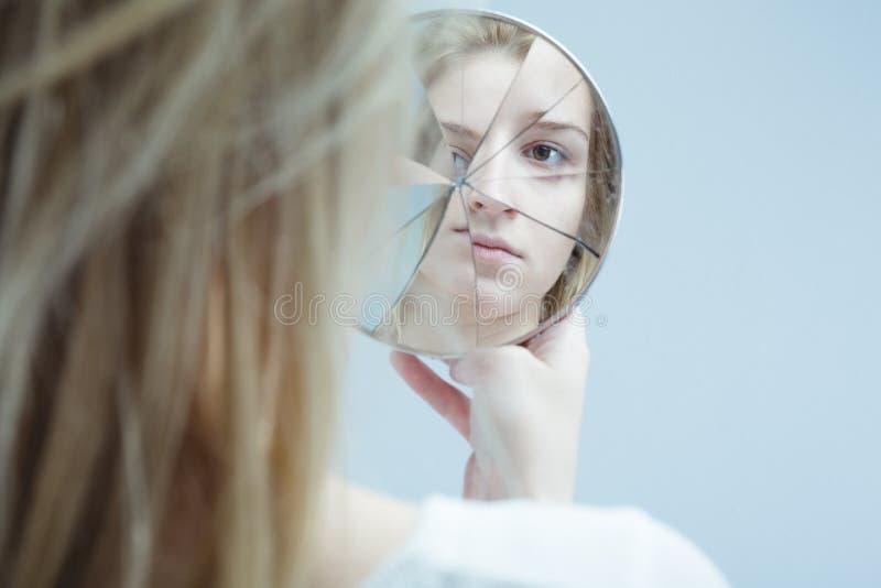 Frau mit Geistesstörung stockfotografie