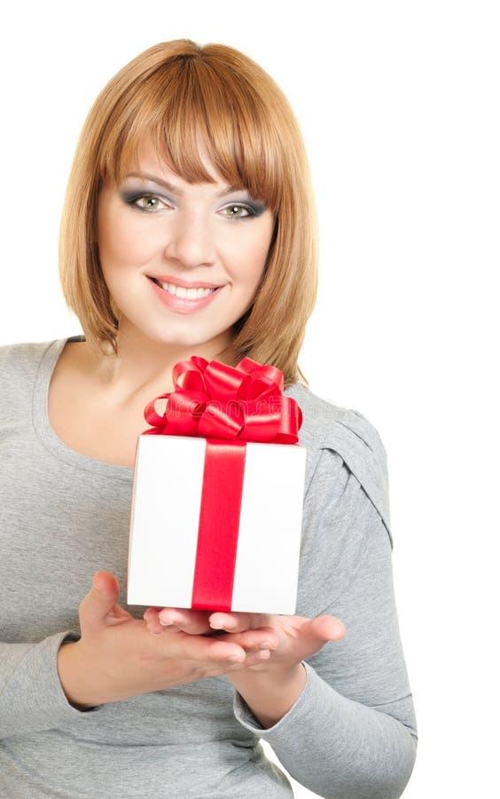 Frau mit Geschenkkasten lizenzfreies stockfoto