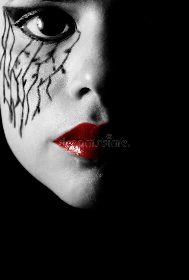 Frau mit Gesichtsverfassung stockfoto