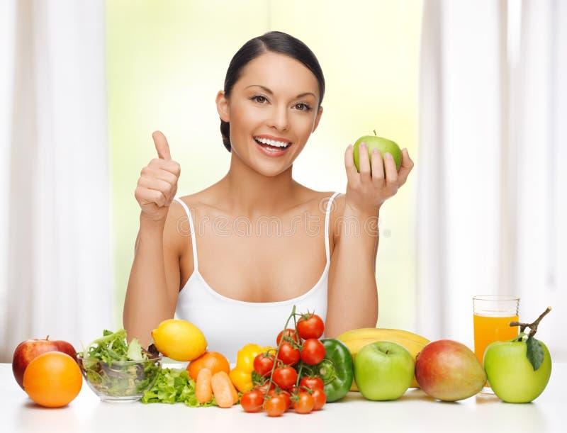 Frau mit gesundem Lebensmittel lizenzfreies stockfoto