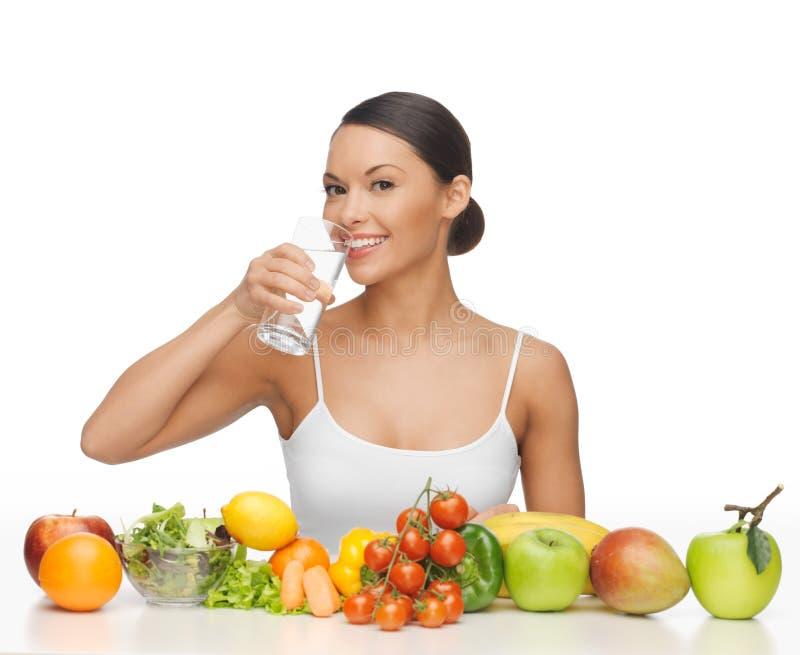 Frau mit gesunder Nahrung lizenzfreie stockfotografie