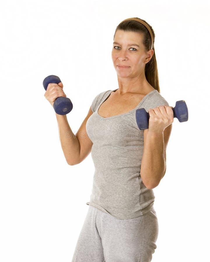 Frau mit Gewichten lizenzfreies stockfoto