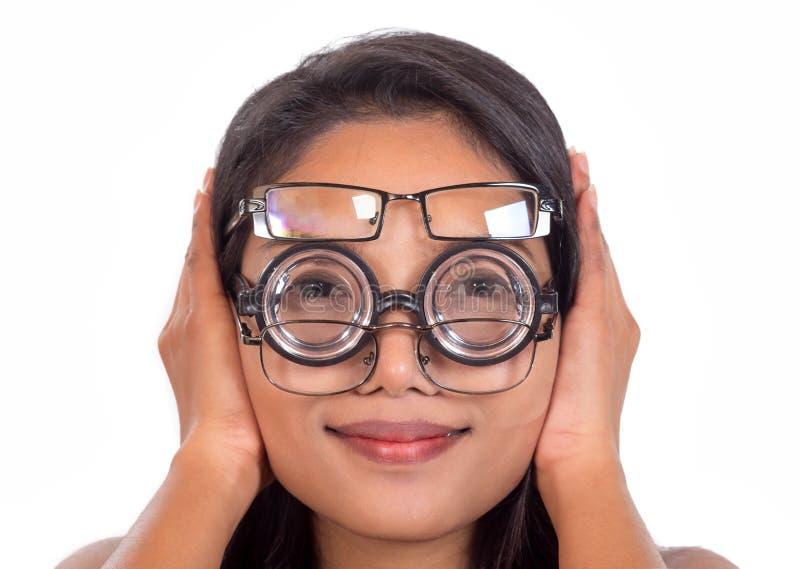 Frau mit Gläsern stockfotografie
