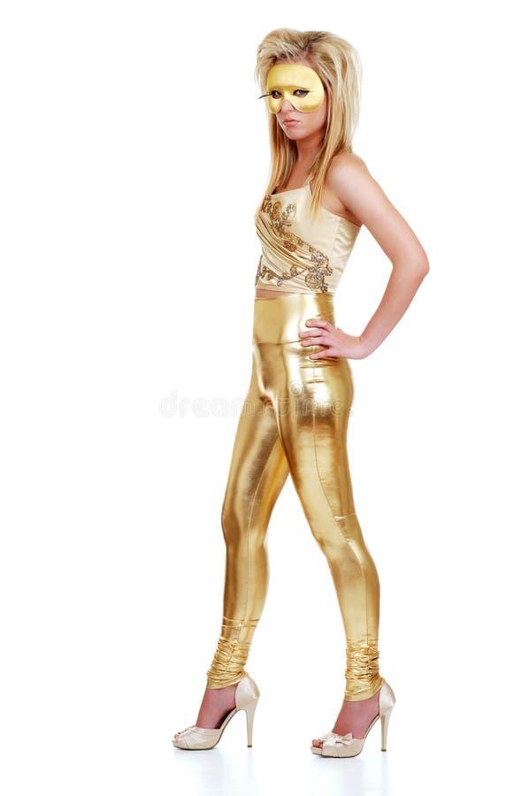 Frau mit Gold-Kleidung und -schablone lizenzfreie stockfotografie