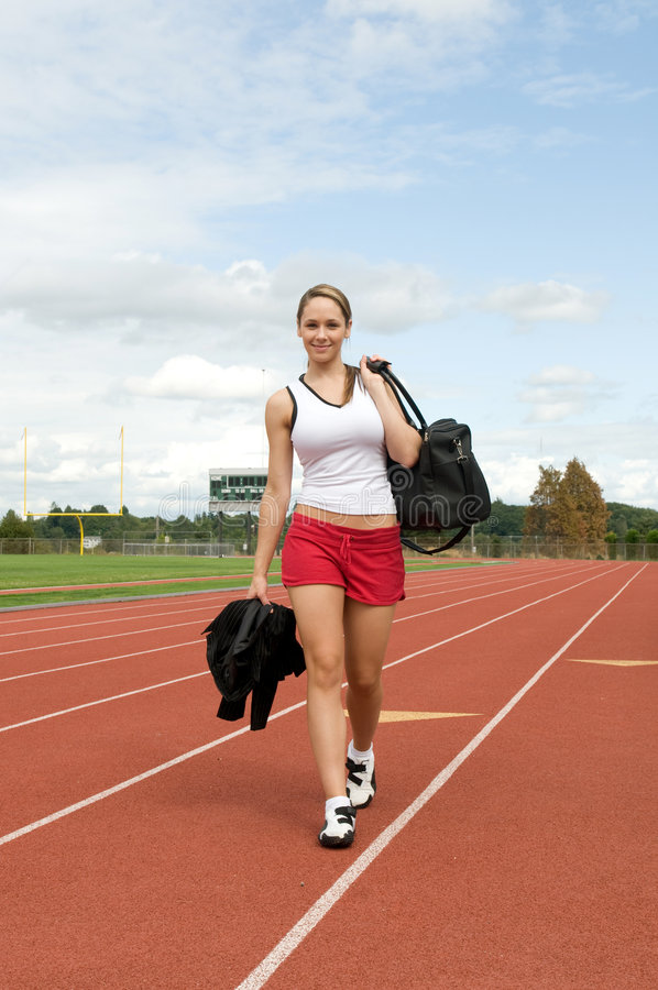Frau mit Gymnastik-Beutel stockfotos