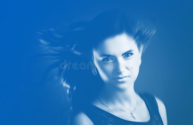 Frau mit Haarflugwesen stockbilder