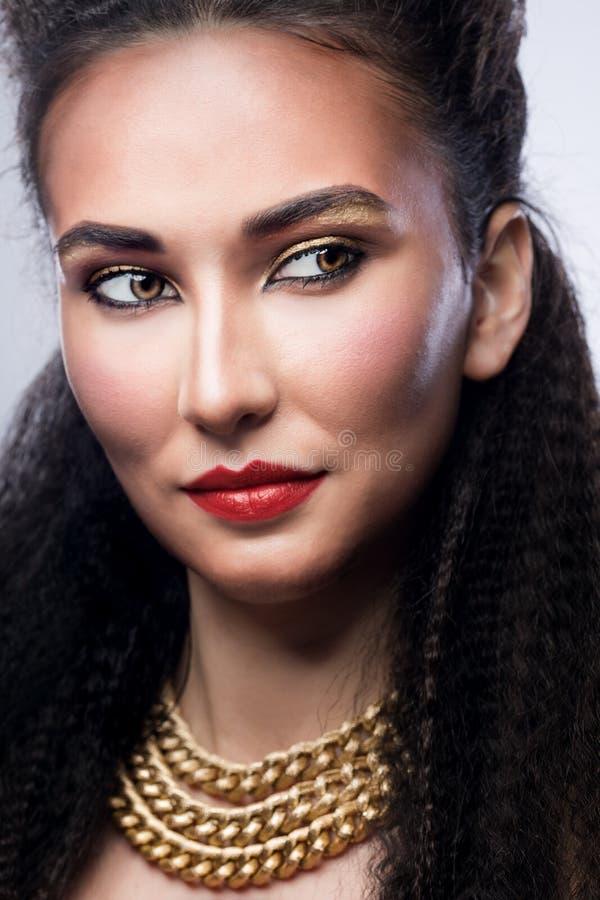 Frau mit hellem Make-up lizenzfreies stockbild