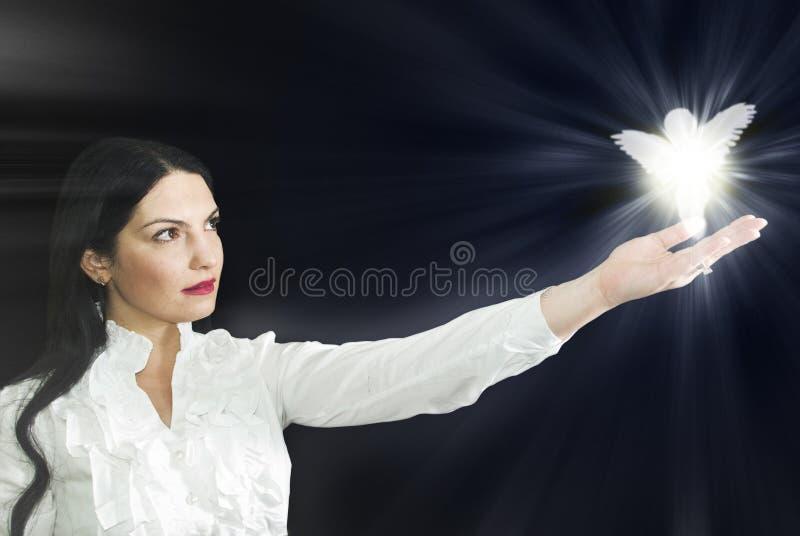 Frau mit ihrem Engel stockfotografie