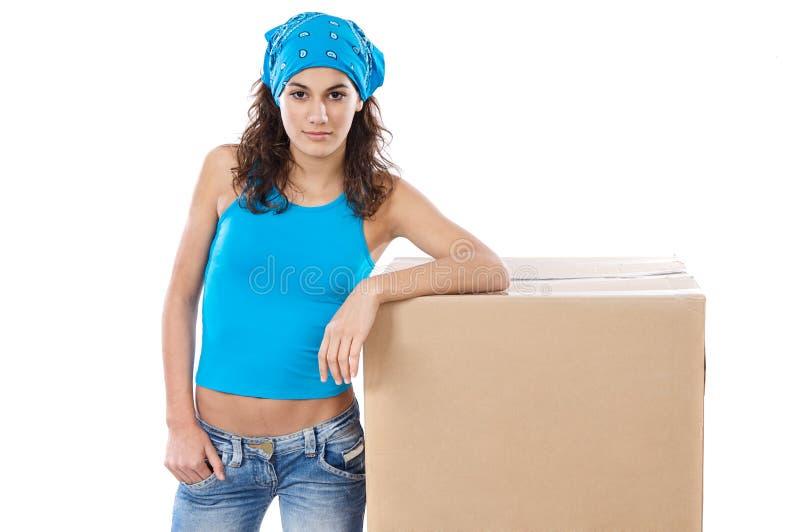 Frau mit Kasten stockfoto