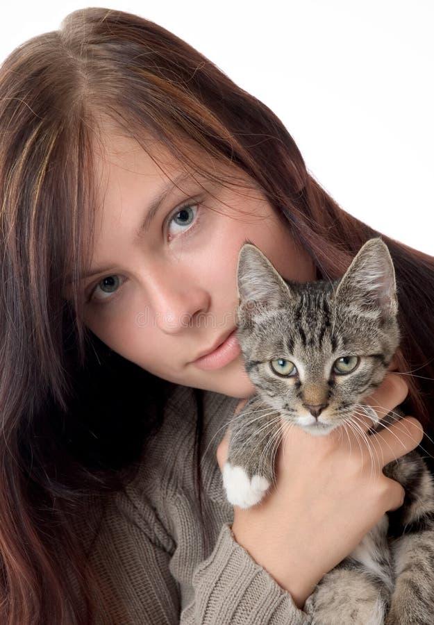 Frau mit Katze lizenzfreies stockfoto