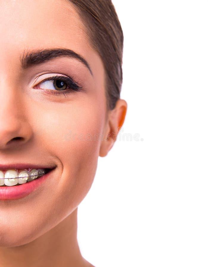 Frau mit Klammern stockfoto