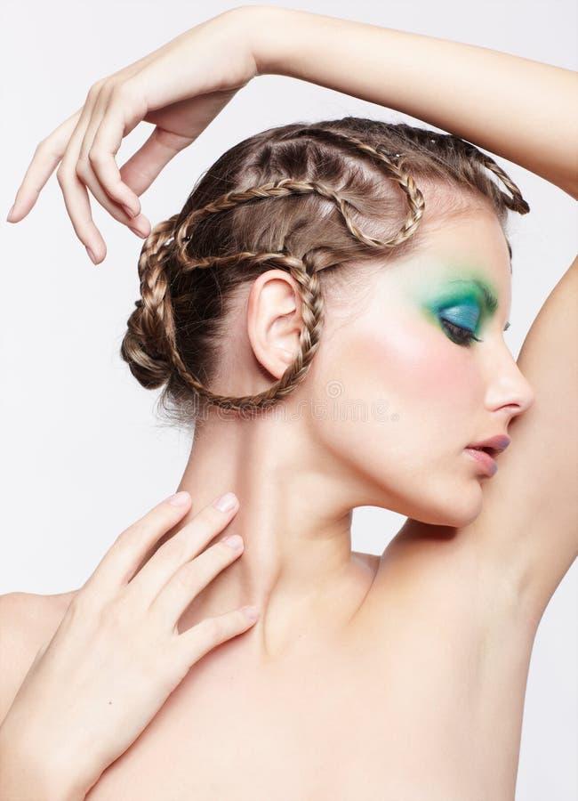 Frau mit kreativer Frisur lizenzfreie stockfotos