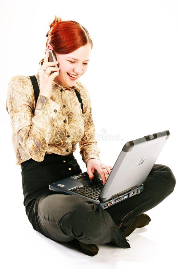Frau mit Laptop und Empfänger stockfotos