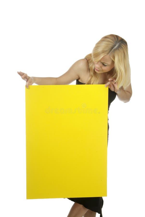 Frau mit leerem Plakat lizenzfreie stockfotografie