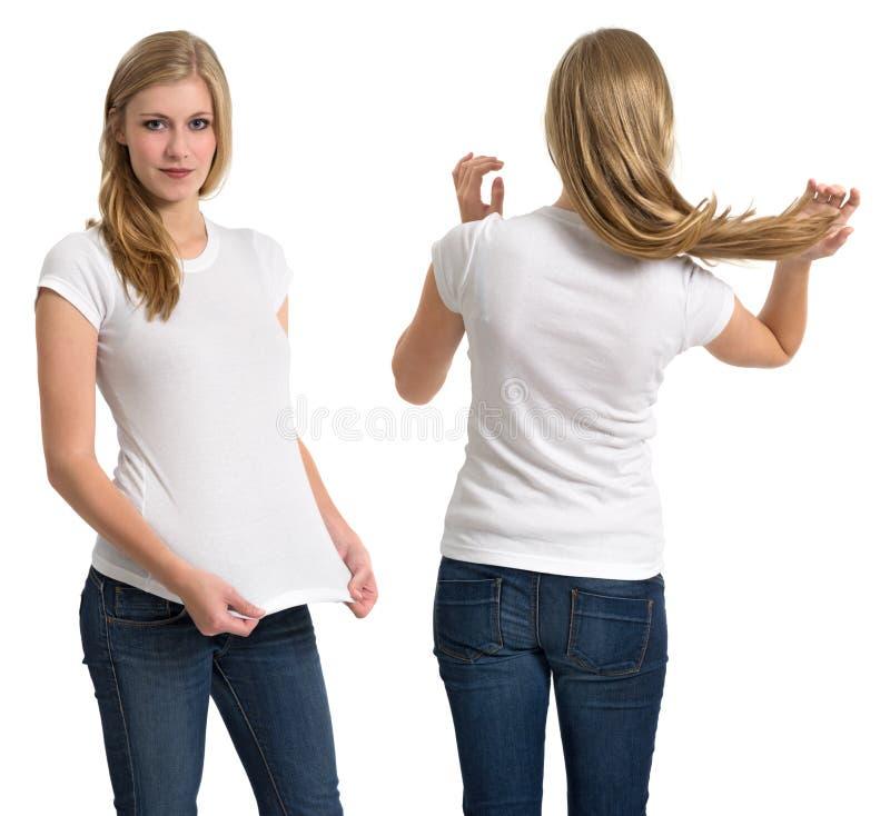 Frau mit leerem weißem Hemd und dem langen Haar stockfotografie