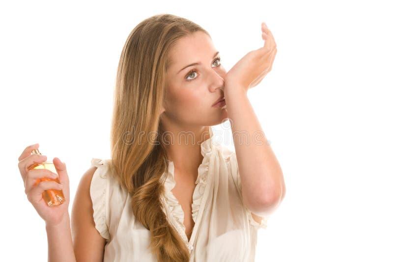 Frau mit Parfüm stockbilder